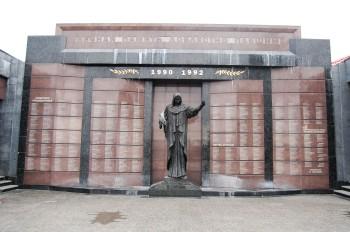 Als sich die Republik Moldau 1991 unabhängig erklärte, spaltete sich der von einer überwiegend russischsprachigen Bevölkerung bewohnte Teil östlich des Dnjestr ab. In einem Bürgerkrieg verloren auf beiden Seiten schätzungsweise 900 Menschen ihr Leben.