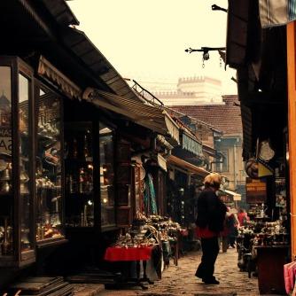 Während seit dem 16. Jahrhundert jedes Handwerk eine eigene Gasse in der Altstadt beanspruchte, hat sich diese Tradition heute nur noch bei den Kupferschmieden erhalten.
