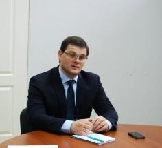 """Der Politiker Anatolij Dirun sähe sein Land am liebsten als Teil der Russischen Föderation. Die derzeitige transnistrische Regierung kritisiert er, da sie """"unprofessionelles Wirtschaftsmanagement"""" betrieben habe und zu wenig für junge Menschen tue."""