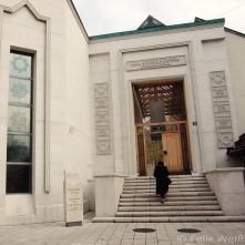 Der Neubau der Mitte des 16. Jahrhunderts gegründeten Gazi Huzrev Begova Bibliothek in der Altstadt Sarajevos wurde vom Staat Katar finanziert. Unzählige Bücher und Schriftstücke überdauerten die 4-jährige Belagerung und Bombardierung der Stadt.