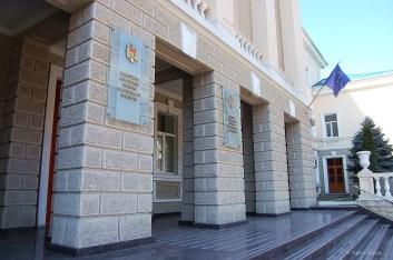 Auch wenn Moldau kein EU-Mitglied ist und auch nicht dafür vorgesehen ist, weht an vielen öffentlichen Gebäuden die EU-Flagge, wie hier am Innenministerium. EU-Gelder wurden auch in die Polizeibehörde gesteckt.