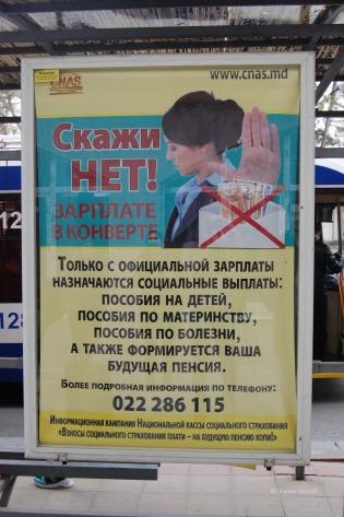 Die Korruption ist nach wie vor das Hauptproblem des Landes. Hier ein Plakat der Anti-Korruptionskampagne an einer Bushaltestelle.