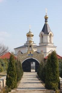 Das orthodoxe Kloster und die nahegelegen in Stein geschlagenen Höhlen sollen in das 14. Jahrhundert zurückreichen.
