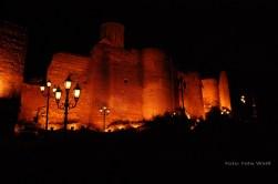 Die über der Stadt trohnende Narikala Festung stammt aus dem 3. Jahrhundert und wurde im Lauf der Jahrhunderte von Arabern, Mongolen, Türken und Persern belagert und umgebaut. Heute ist sie eine Ruine und ein beliebtes Ausflugsziel.