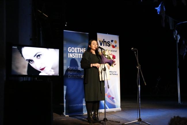 Nino Haratischwili während der Preisverleihung im Tumanschiwili-Theater in Tbilisi. Foto: Gia Gogatischwili, alle Rechte liegen beim Goethe-Institut.